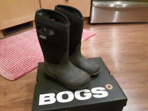 Used kids boggs, size 1, black