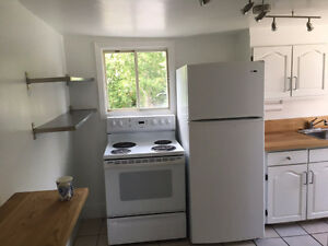CHARMING 2 BED WITH WASHER AND DRYER..Heating included!