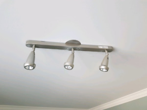 "3 light track lighting (23"")"