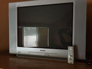 """Sony trinitron 32"""" flat tv with remote"""