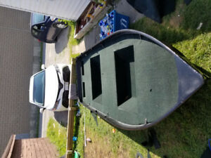 12 Ft Aluninum boat! Priced to sell!