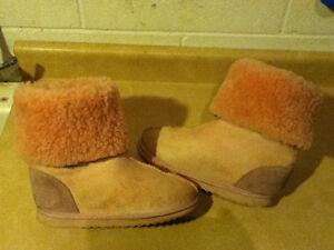 Women's Bully Wool Footwear Boots Size 6 London Ontario image 3