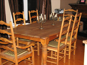 TABLE + 6 CHAISES West Island Greater Montréal image 1