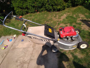 Honda HR215  Self Propelled Lawnmower Excellent Condition!