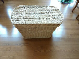 Wicker Storage Hamper with lid