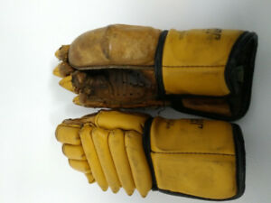 VINTAGE NHL COOPER HOCKEY GLOVES great condition