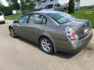 03 Nissan Altima  5 Speed great condition low km