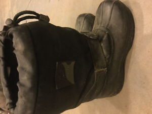 Boys size 3 Ice Fields winter boots - rating to -50
