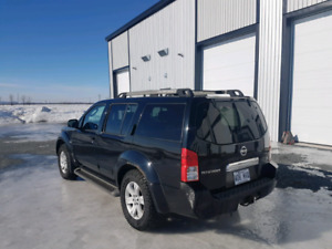 NISSAN PATHFINDER LE 4X4 (LEATHER , DVD , SUNROOF , V6 4.0) A-1!