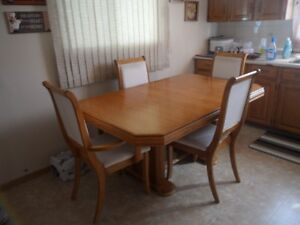 Solid oak,table chairs buffet and hutch set.
