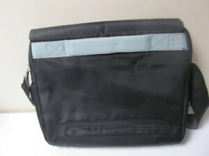 Belkin-Studio-Series-Neuelements-Laptop-Messenger-Bag Up to 14""
