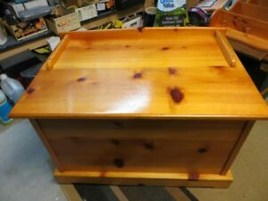Wooden blanket box/hope chest/toy box