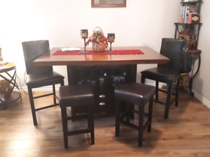 Pub table and and 6 stools