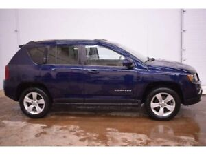 2017 Jeep Compass North 4x4 - HEATED SEATS * LEATHER * SUNROOF
