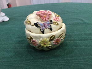 Ceramic Butterfly Container With Cover ( Lid)