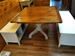 Country table and 2 storage benches