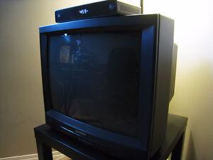 """EXCELLENT CONDITION HITACHI 21"""" TV - $15.00!!!!!!!!!!"""
