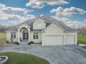 CLASSIC & ELEGANT 2-STOREY HOME FOR SALE IN BEAMSVILLE...