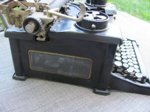 Retro vintage 1926 ROYAL Model 10 manual typewriter