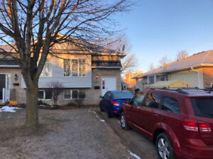 3 rooms in spacious student house - 1 year lease avail May 1