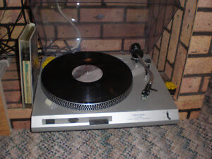 DIRECT DRIVE TURNTABLE, IN GREAT CONDITION