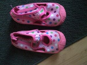 Size 7/8 girls water shoes