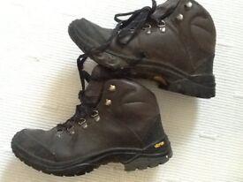 Hi-Tec ladies leather walking boots size 5