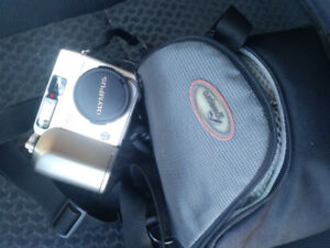 Olympus C-3020 Zoom 3.2 MP Digital Camera &  Lowepro Camera Bag