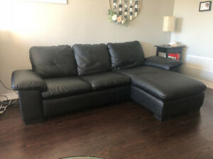 BLACK INTERCHANGEABLE SECTIONAL COUCH