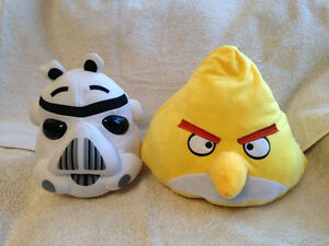 2 Angry Birds stuffies