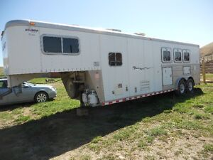 2000 Sooner 3 Horse Angle Load Trailer with LQ