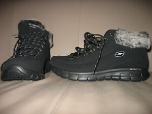 WOMEN'S SHORT WINTER BOOTS  -  SIZE 11W