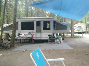 Tent Trailer - 2002 Rockwood freedom - 12 feet