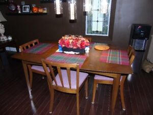 Dinningroom Table and chairs