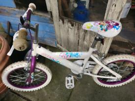 Girls huffy bike, 14 inch wheels.