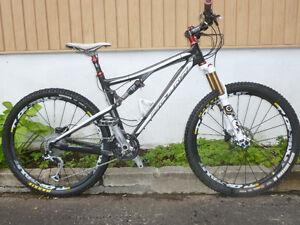 vélo de montagne santa cruz carbon  blur xc double suspension
