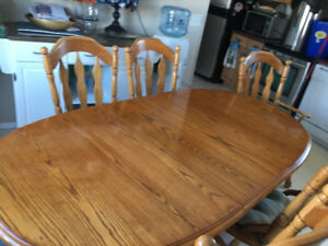 Dinning room table with 6 chairs (2arw captain chairs) heavy set