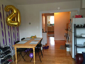 SUMMER SUBLET NEAR QUEENS UNIVERSITY
