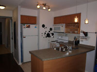 Well Laid Out 1 Bdrm + Den at 18 Yonge Condo with Amazing View!