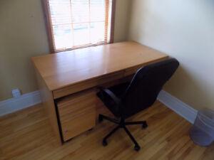 Bureau de travail avec tiroirs mobile sur roues.