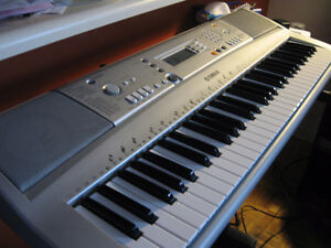 YAMAHA YPT - 300 ELECTRIC KEYBOARD GREAT CONDITION