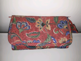 RED FLORAL COSMETIC BAG