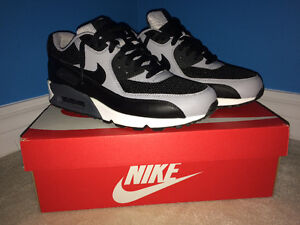 Nike Air Max 90 - Size: 9.5 - 125$ (price negotiable)