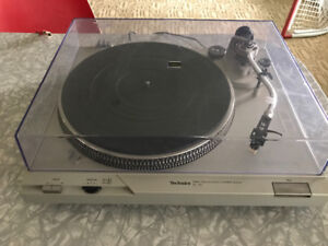 Record player(technics so-d2) with amplifier