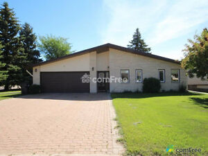 2500 square foot home in Yorkton - available now!