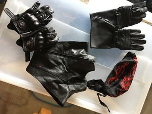 Leather gloves, neck warmer, bandana