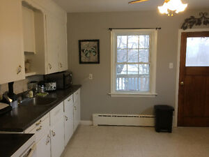 Pet Friendly 2 bedroom flat hardwood floors, Deck, Full backyard
