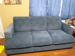 Love seat for sale GUC. $100.00