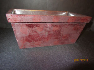 FLORAL WOODEN CONTAINER - ANTIQUED RED