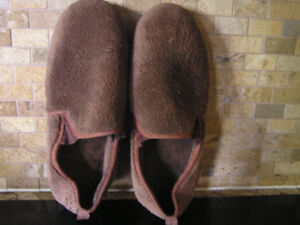 Men's Comfy, Cosy Plush Brown Totes Slippers Size 8-9